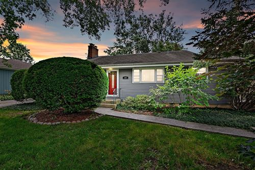 Photo of 107 Byrd Court, Clarendon Hills, IL 60514 (MLS # 11157117)