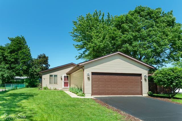 25 Echo Hill, Lake in the Hills, IL 60156 - #: 10452120