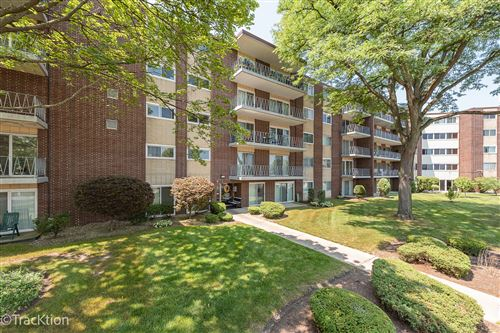 Photo of 2900 Maple Avenue #11A, Downers Grove, IL 60515 (MLS # 11170121)