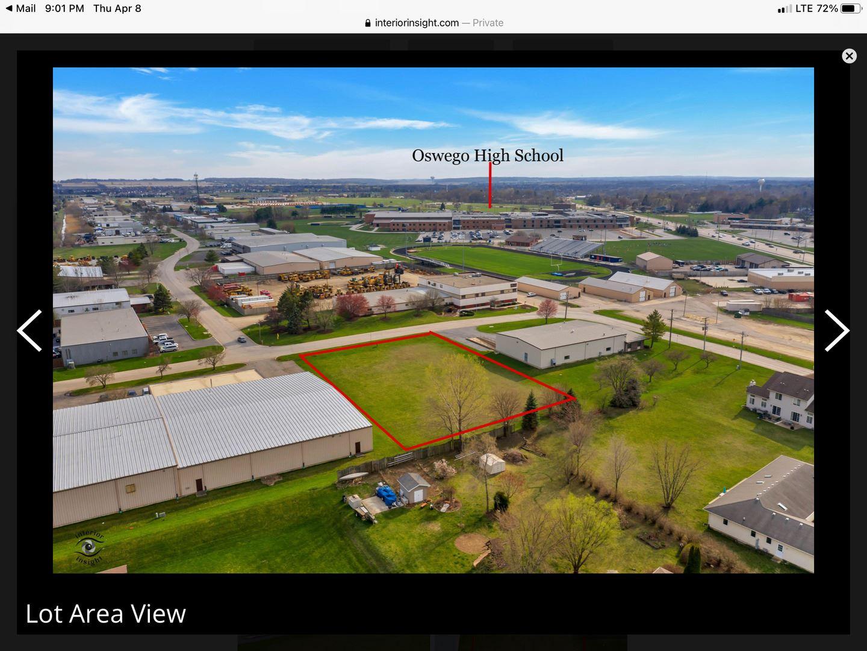 Photo of 8 Stonehill Road, Oswego, IL 60543 (MLS # 11040124)