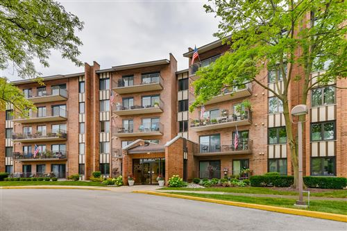 Photo of 701 Lake Hinsdale Drive #507, Willowbrook, IL 60527 (MLS # 11157125)