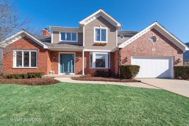 327 Carriage Hill Circle, Libertyville, IL 60048 - #: 10612126