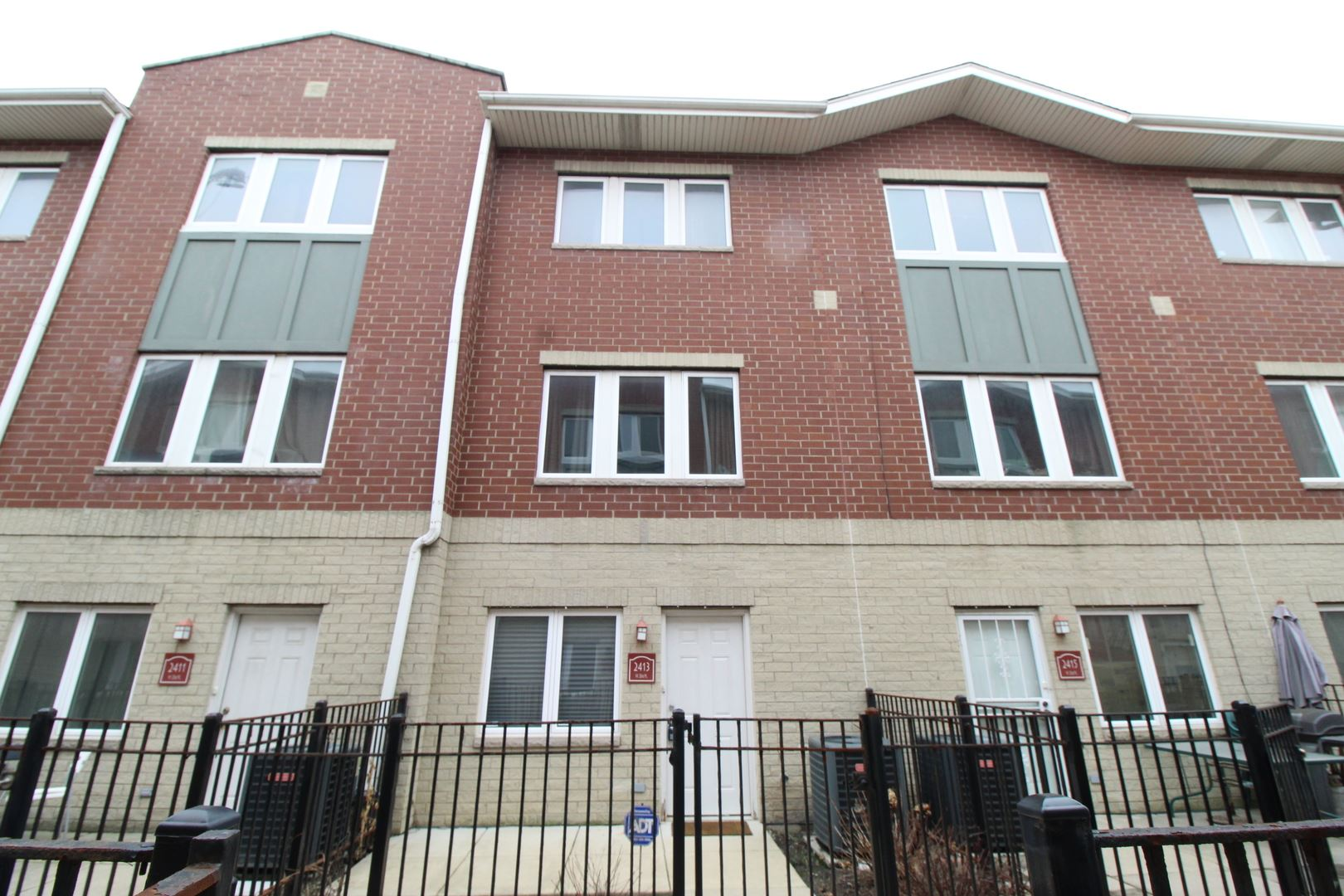 2413 W 32nd Place, Chicago, IL 60608 - #: 10674130