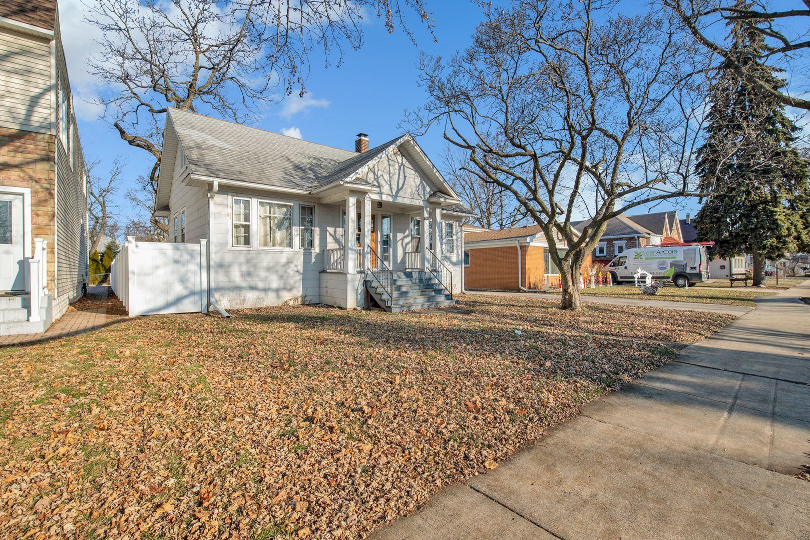 Photo for 1426 East Algonquin Road, Des Plaines, IL 60016 (MLS # 10623142)