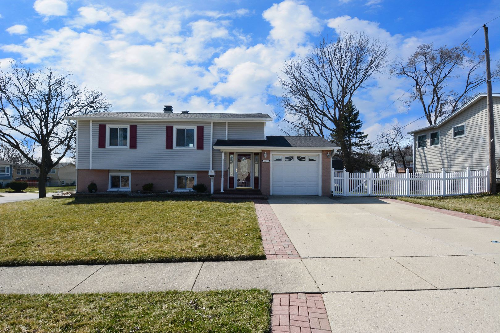 681 Dickens Avenue, Glendale Heights, IL 60139 - #: 10677166