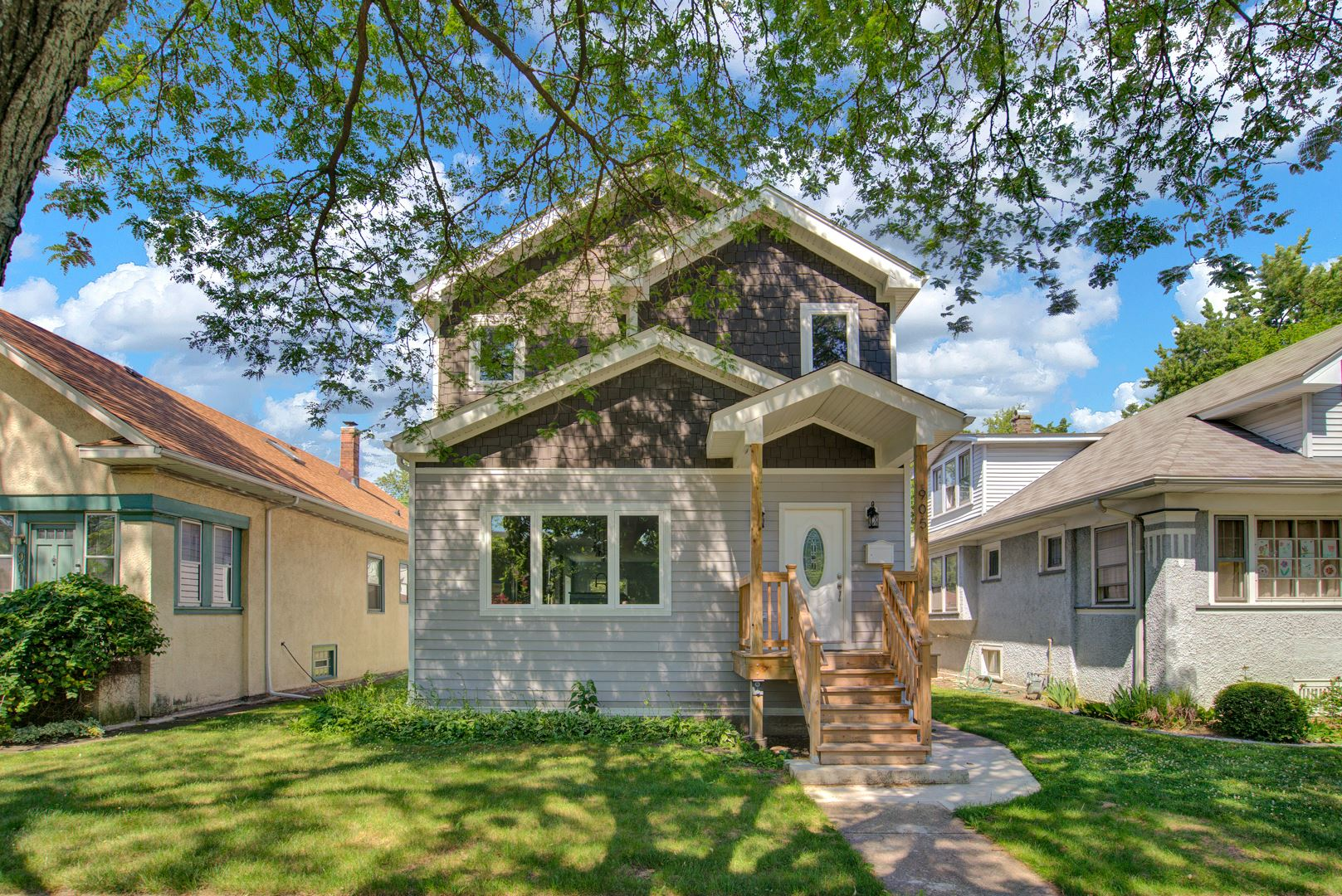 Photo for 905 N Taylor Avenue, Oak Park, IL 60302 (MLS # 10945182)