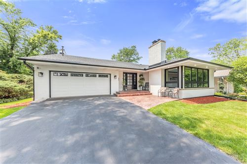 Photo of 266 Stonegate Road, Clarendon Hills, IL 60514 (MLS # 11156186)