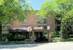 Photo of 301 lake hinsdale Drive #306, WILLOWBROOK, IL 60527 (MLS # 10412189)