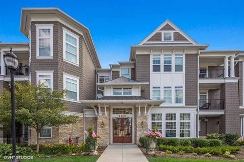 Photo of 8 East KENNEDY Lane #206, Hinsdale, IL 60521 (MLS # 10588190)