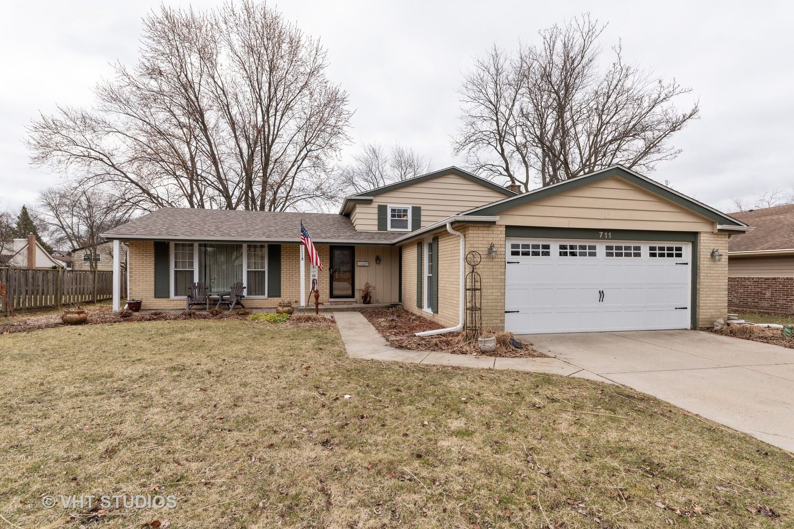 711 E HACKBERRY Drive, Arlington Heights, IL 60004 - #: 10676195