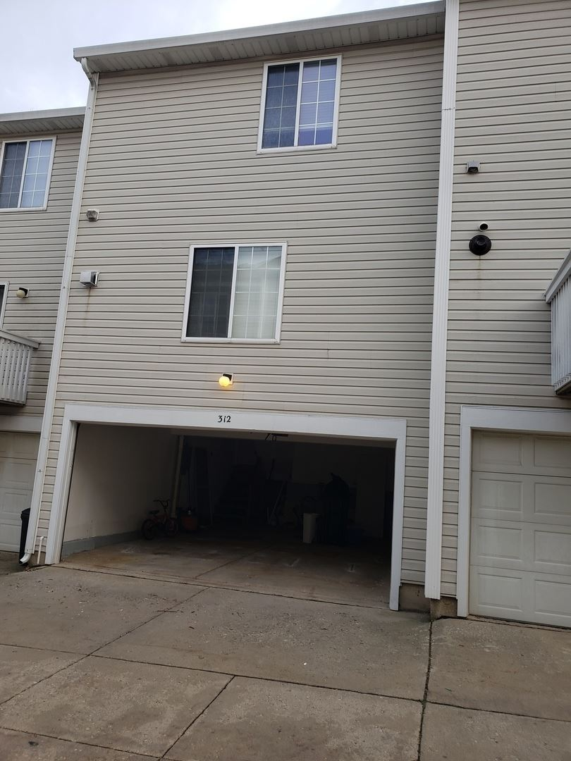 Photo of 312 KNOLLWOOD Court, Bolingbrook, IL 60440 (MLS # 10943207)