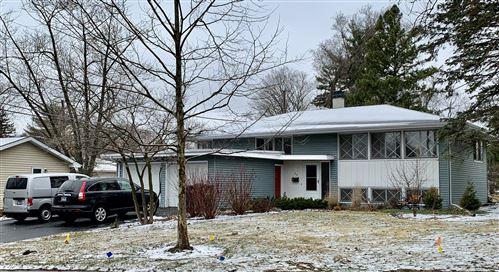 Photo of 29 Robin Hill Drive, Naperville, IL 60540 (MLS # 11011209)