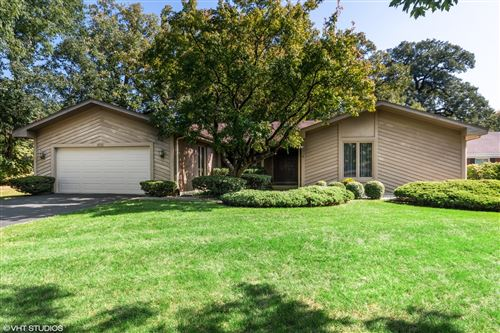 Photo for 1616 Mirror Lake Drive, Naperville, IL 60563 (MLS # 10973210)