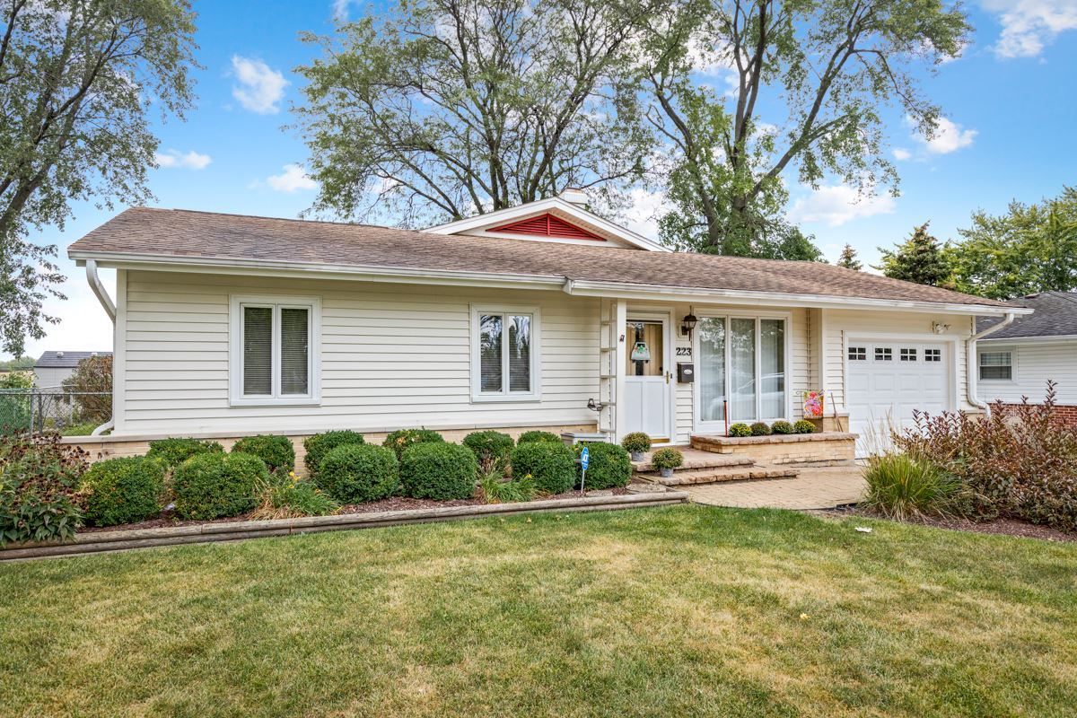 223 Victoria Lane, Elk Grove Village, IL 60007 - #: 11227221