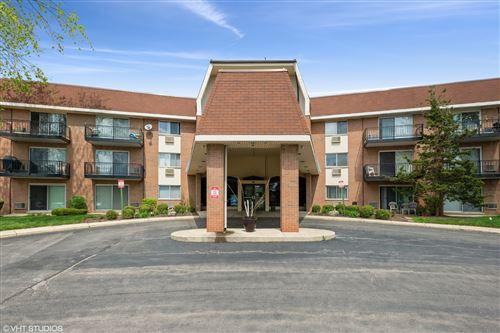 Photo of 1198 Royal Glen Drive #104, Glen Ellyn, IL 60137 (MLS # 11219224)
