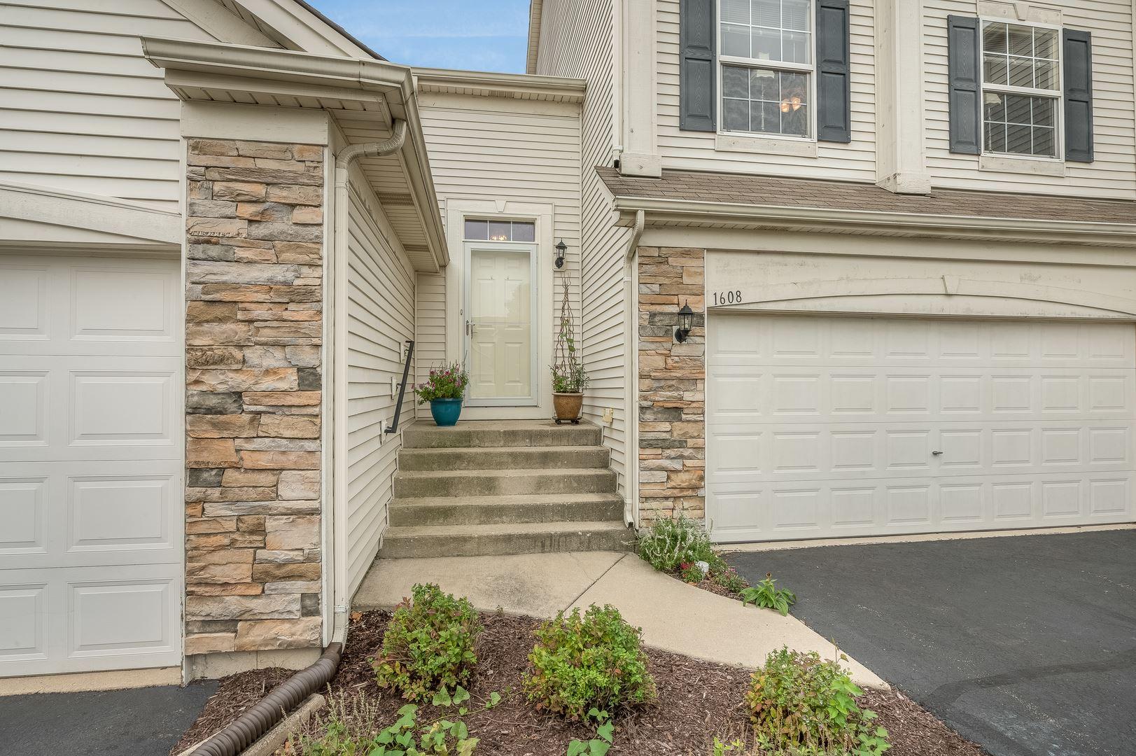 Photo of 1608 S Fieldstone Drive, Shorewood, IL 60404 (MLS # 10855229)
