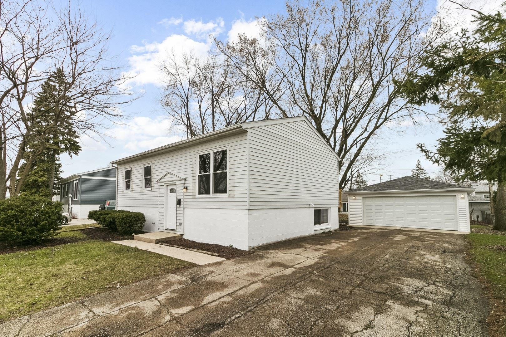 Photo of 647 Belmont Drive, Romeoville, IL 60446 (MLS # 11036230)
