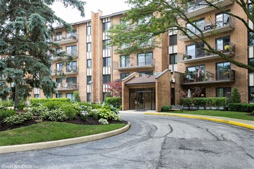Photo of 601 Lake Hinsdale Drive #207, Willowbrook, IL 60527 (MLS # 10765231)