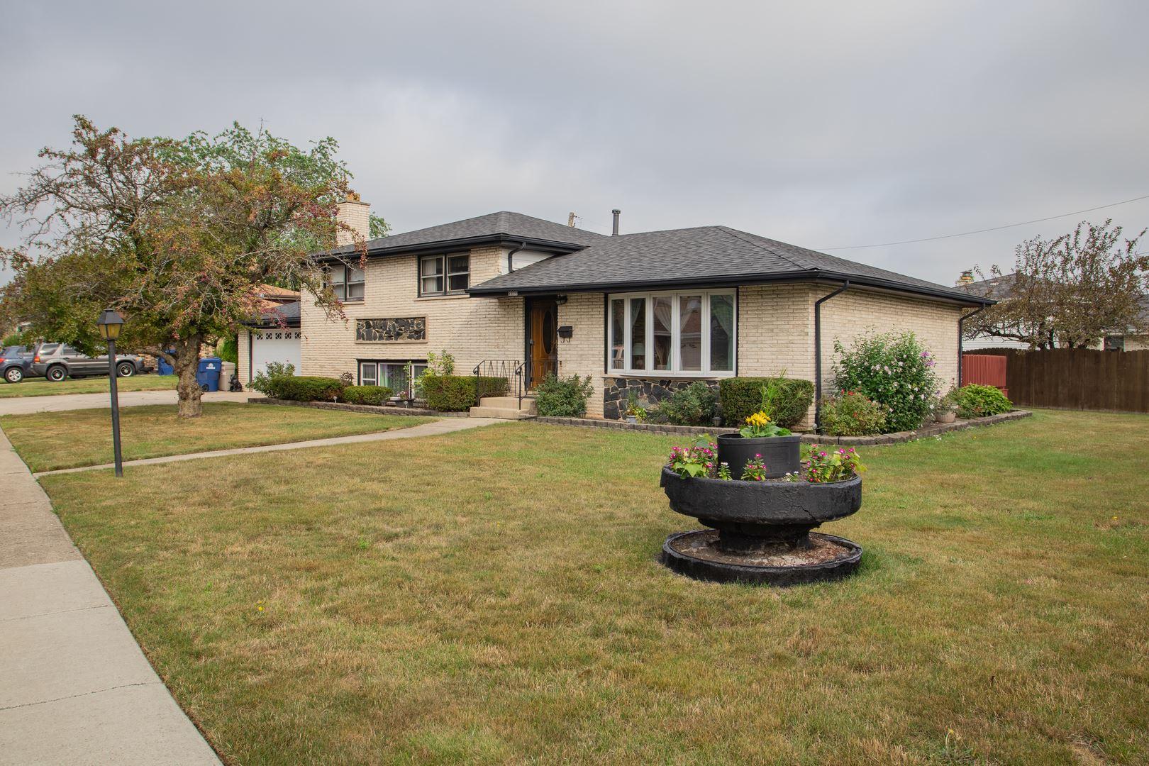 8800 Lotus Drive, Hickory Hills, IL 60457 - #: 11188231