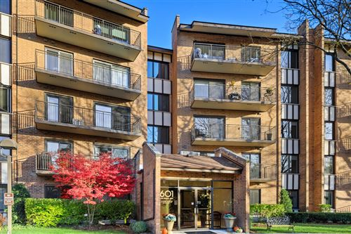 Photo of 601 LAKE HINSDALE Drive #403, Willowbrook, IL 60527 (MLS # 10930234)