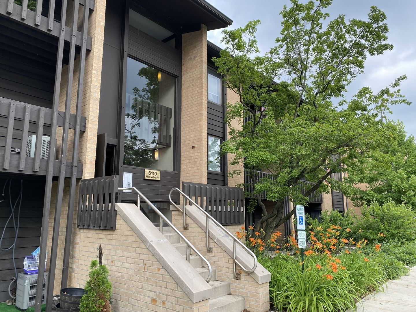 6110 Knoll Valley Drive #301, Willowbrook, IL 60527 - #: 10763234