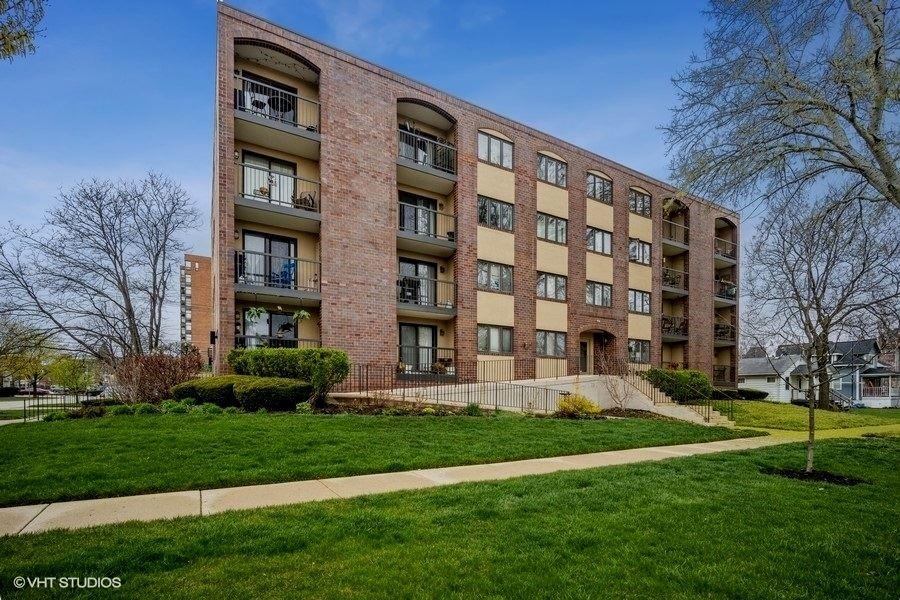 Photo of 104 N Pine Avenue #505, Arlington Heights, IL 60004 (MLS # 11041234)
