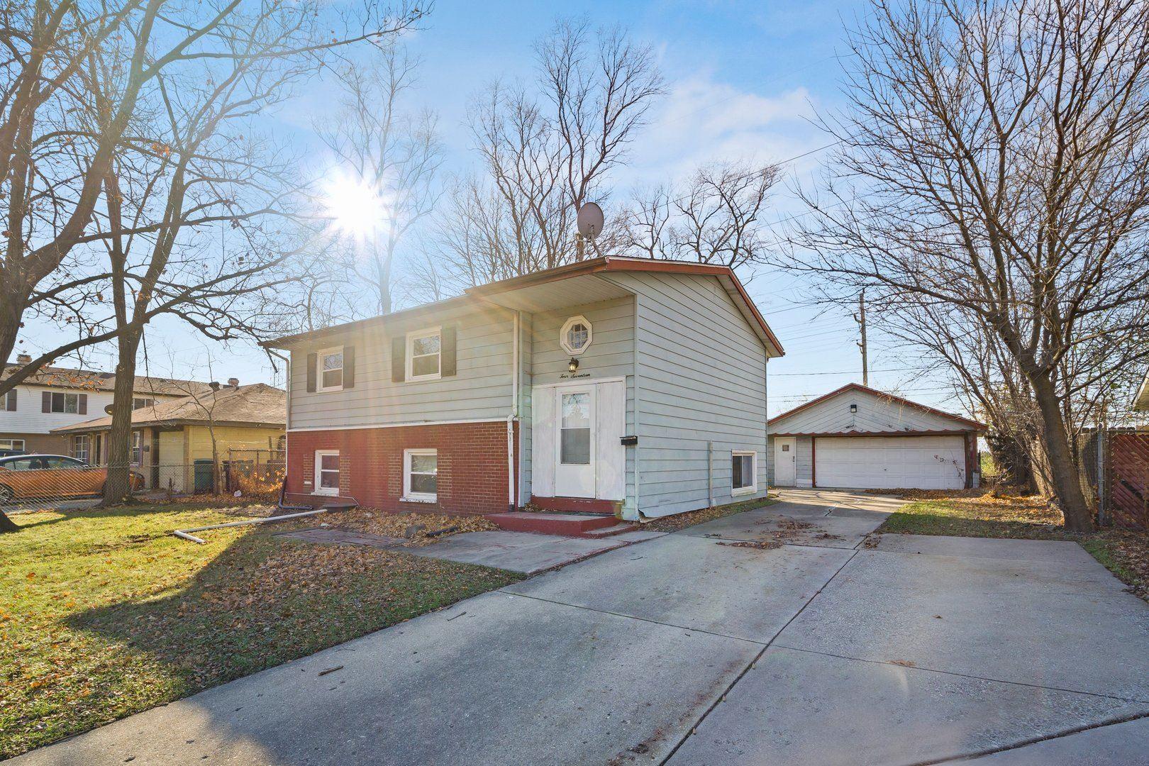 Photo of 417 W BELLARMINE Drive, Joliet, IL 60435 (MLS # 10943241)