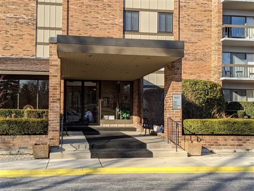 Photo of 201 Lake Hinsdale Drive #110, Willowbrook, IL 60527 (MLS # 10657246)