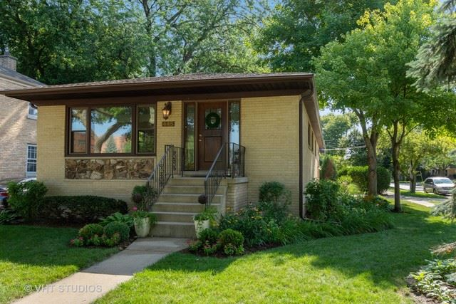 Photo for 445 South Highland Avenue, Arlington Heights, IL 60005 (MLS # 10531250)