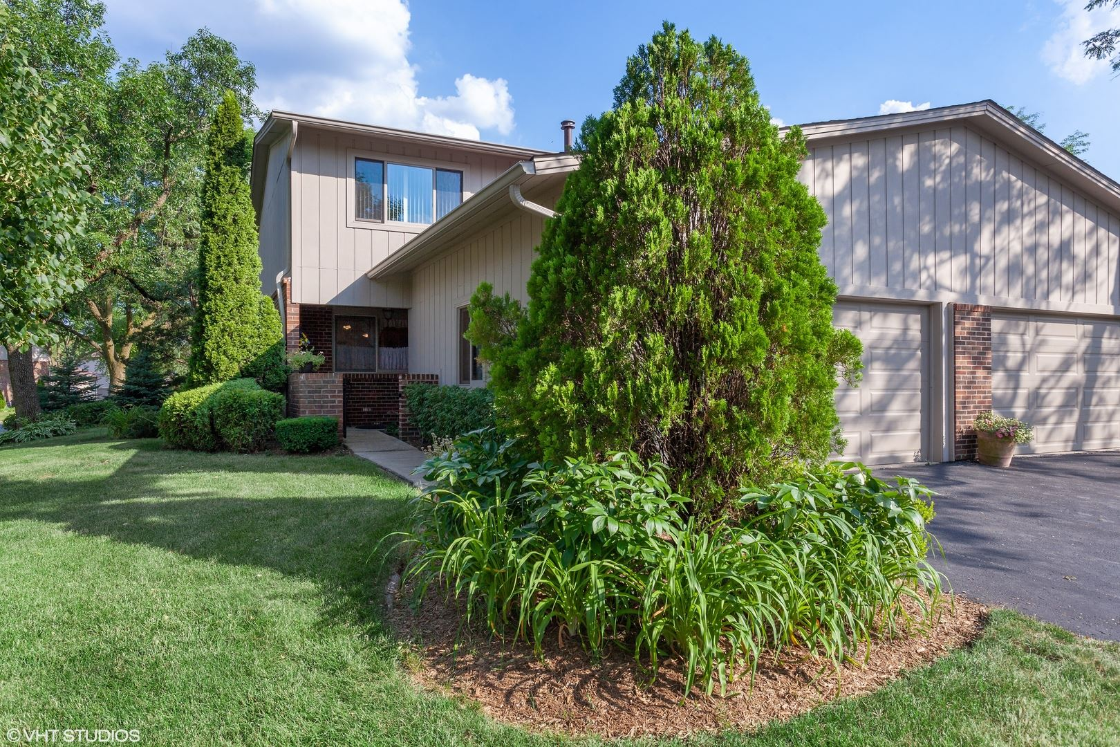 19W223 Ginger Brook Drive, Oak Brook, IL 60523 - #: 10773257