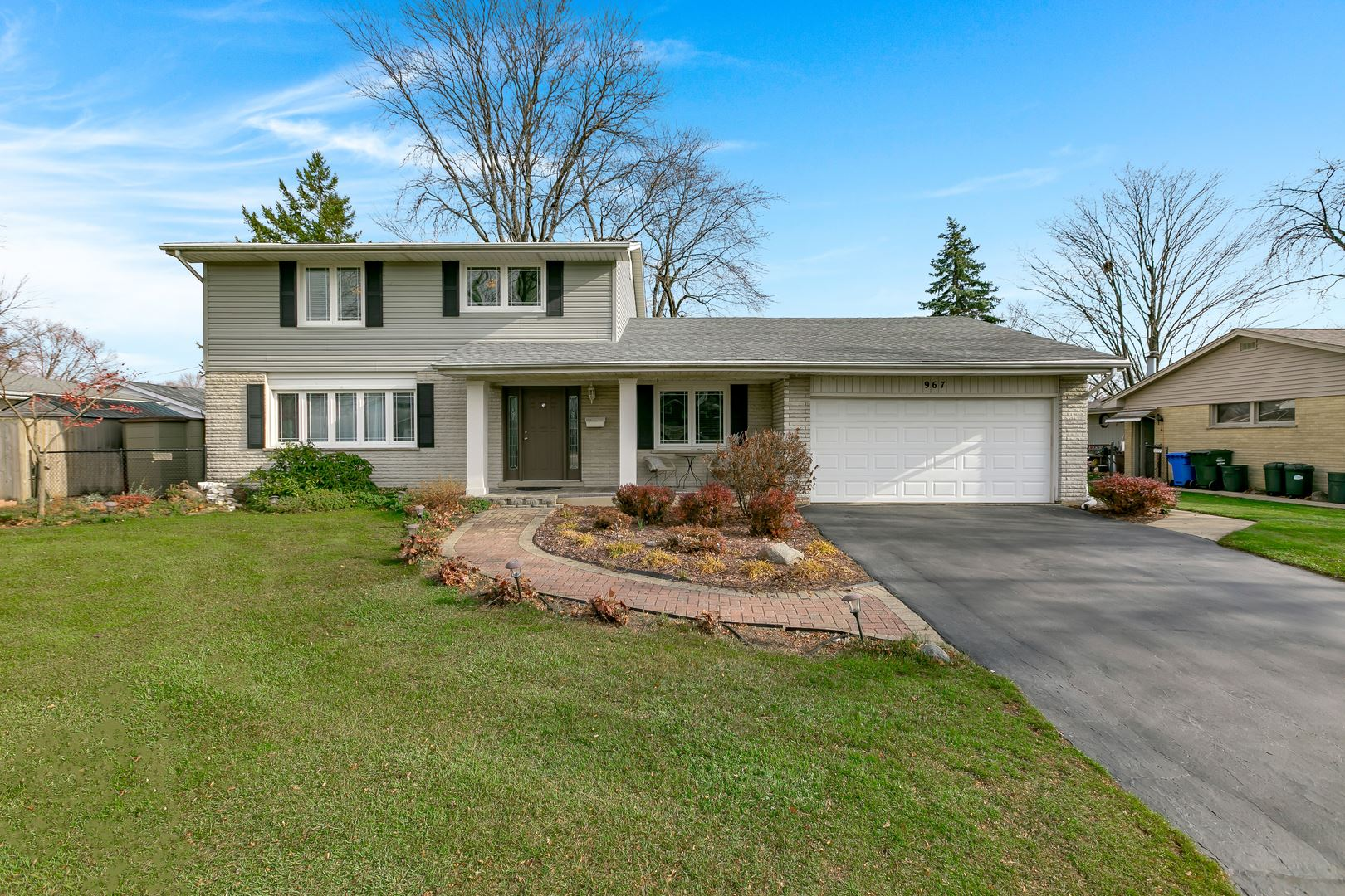 Photo for 967 Marshall Drive, Des Plaines, IL 60016 (MLS # 10939258)