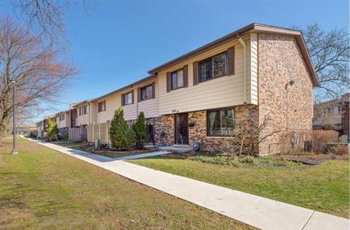 Photo of 7330 Winthrop Way #10, Downers Grove, IL 60516 (MLS # 10667268)