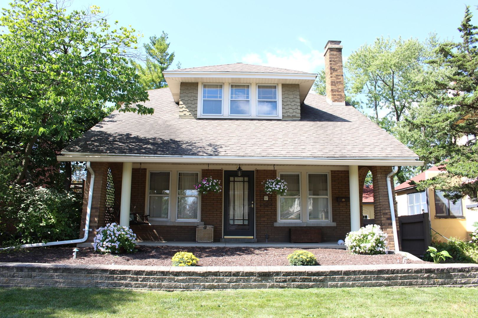 Photo of 421 Cornelia Street, Joliet, IL 60435 (MLS # 10856269)