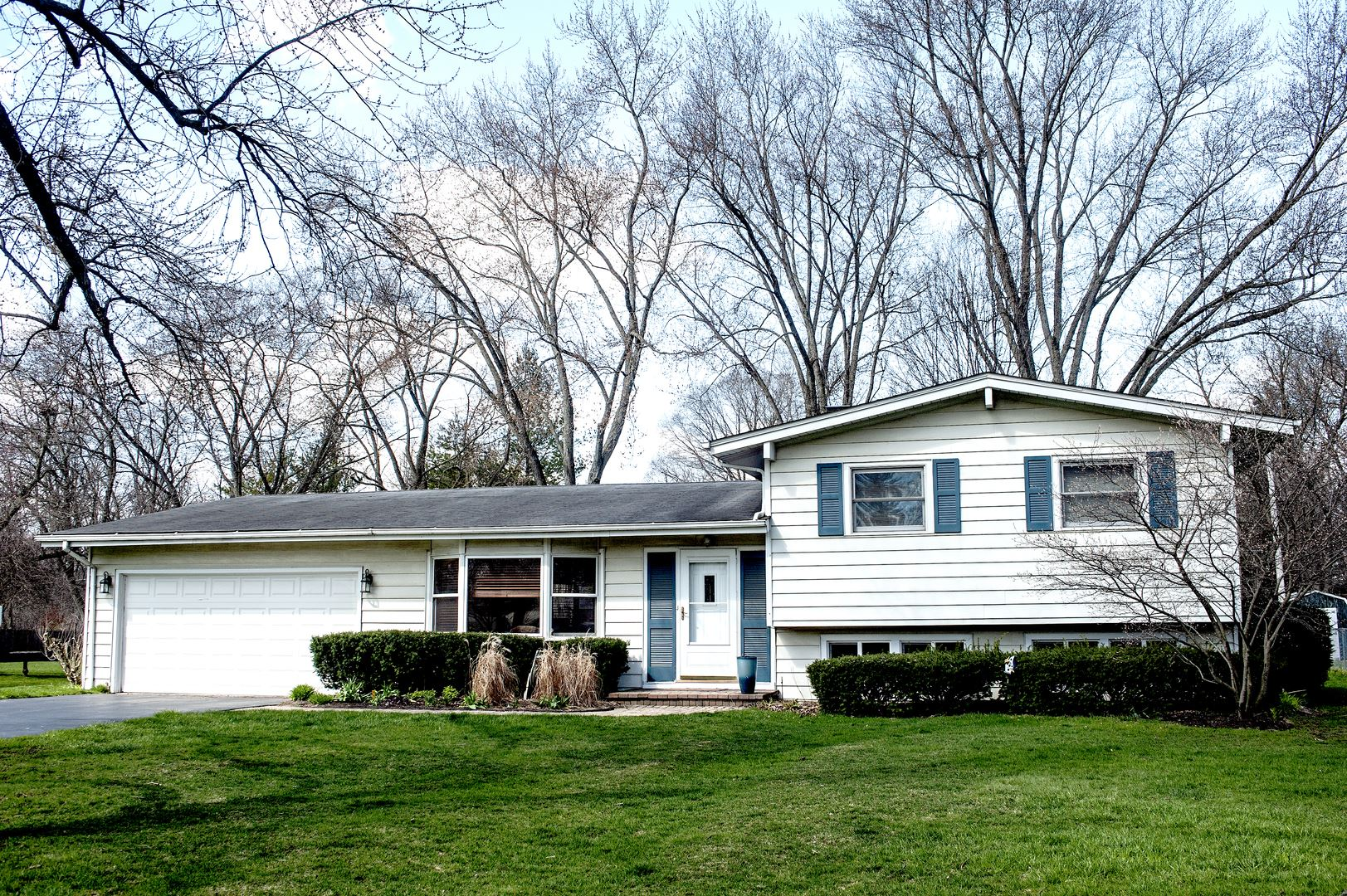 30446 N Oak Grove Avenue, Libertyville, IL 60048 - #: 10658270