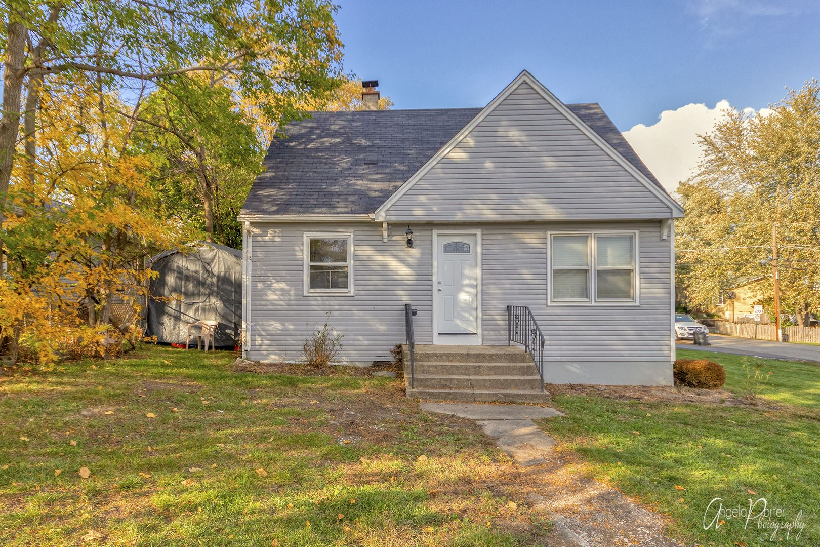 Photo for 700 Pontiac Court, Round Lake Heights, IL 60073 (MLS # 10910278)