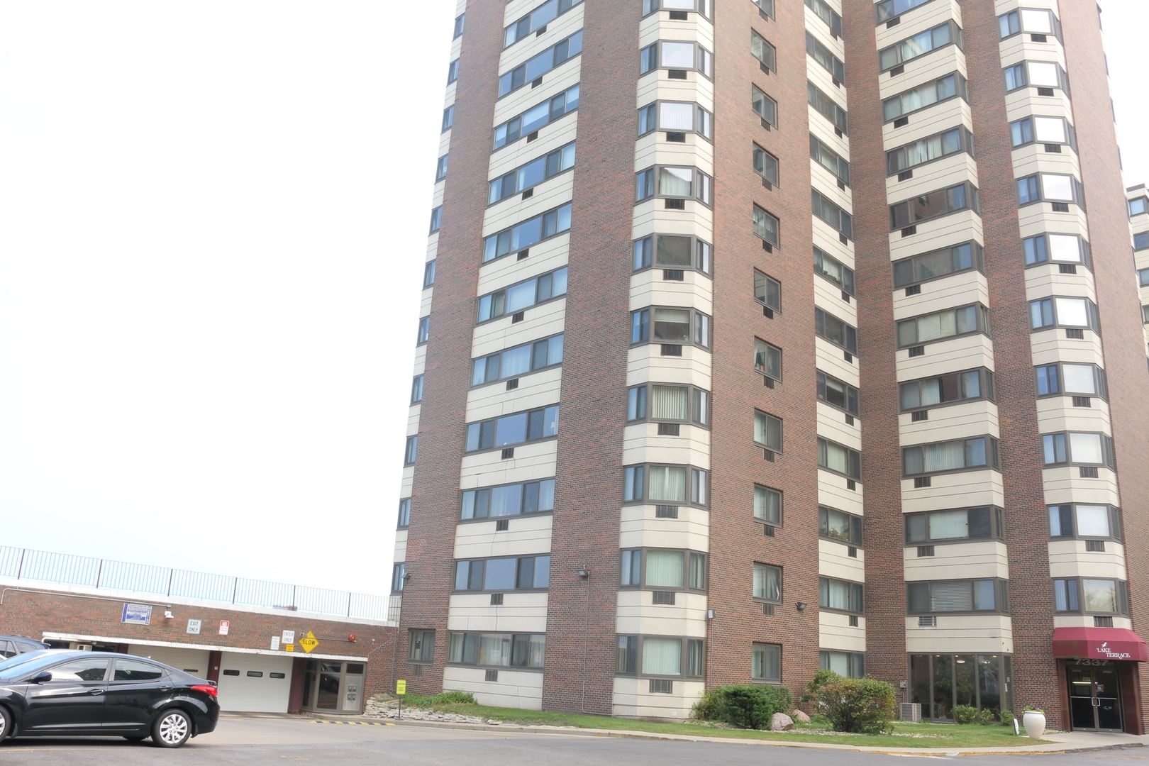 Photo for 7337 S South Shore Drive #906, Chicago, IL 60649 (MLS # 10939283)