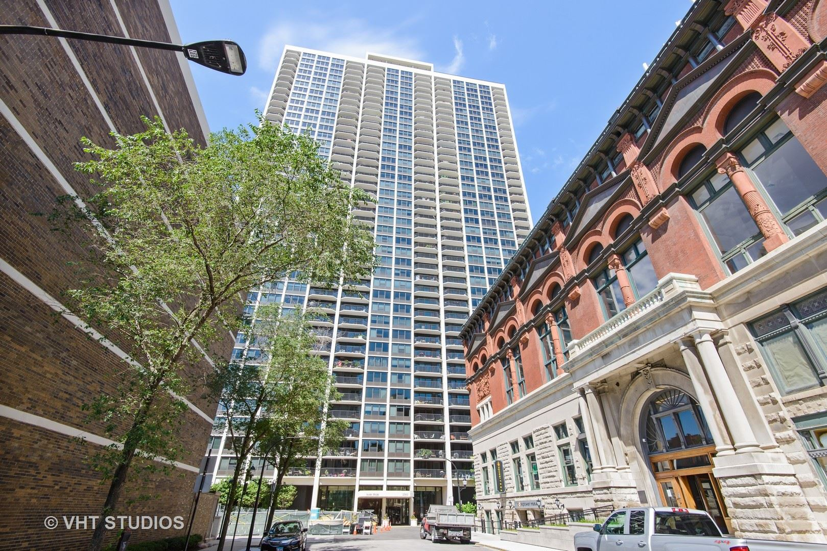 1560 N SANDBURG Terrace #1403, Chicago, IL 60610 - #: 10799285