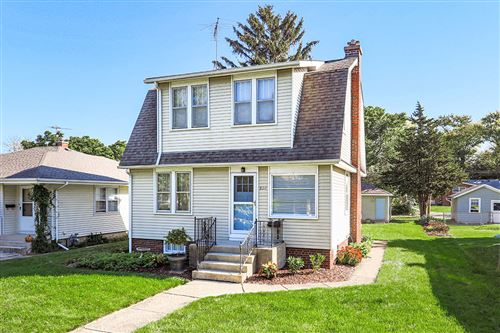 Photo of 826 N Center Street, Naperville, IL 60563 (MLS # 11247287)
