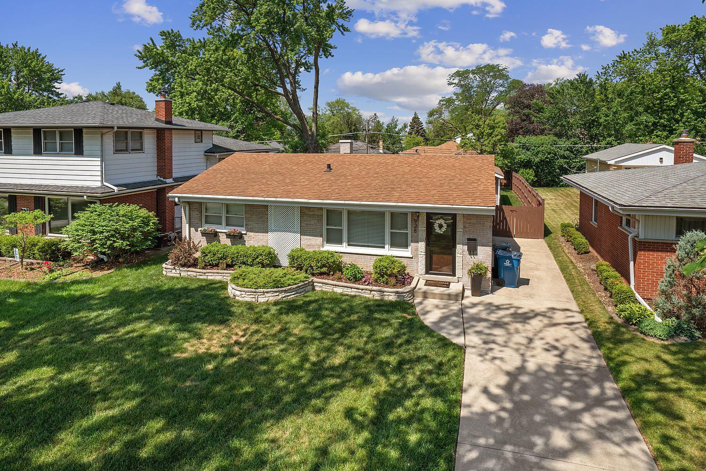 Photo of 928 S Stratford Avenue, Elmhurst, IL 60126 (MLS # 11123296)