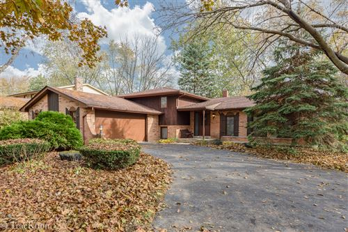 Photo of 8111 Winter Circle, Downers Grove, IL 60516 (MLS # 10815298)