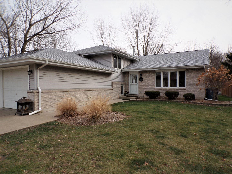 Photo for 903 Edgewood Drive, Morris, IL 60450 (MLS # 10939299)