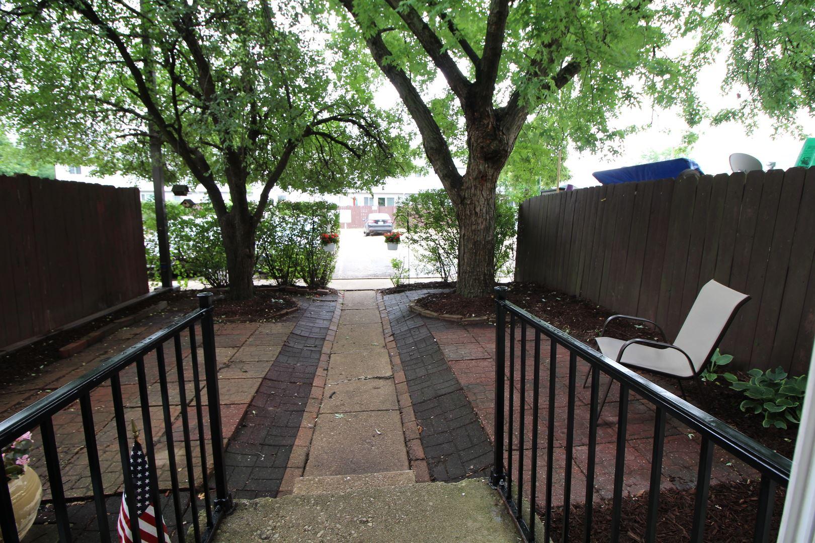 Photo of 408 Gainsborough Court, Bolingbrook, IL 60440 (MLS # 11159299)