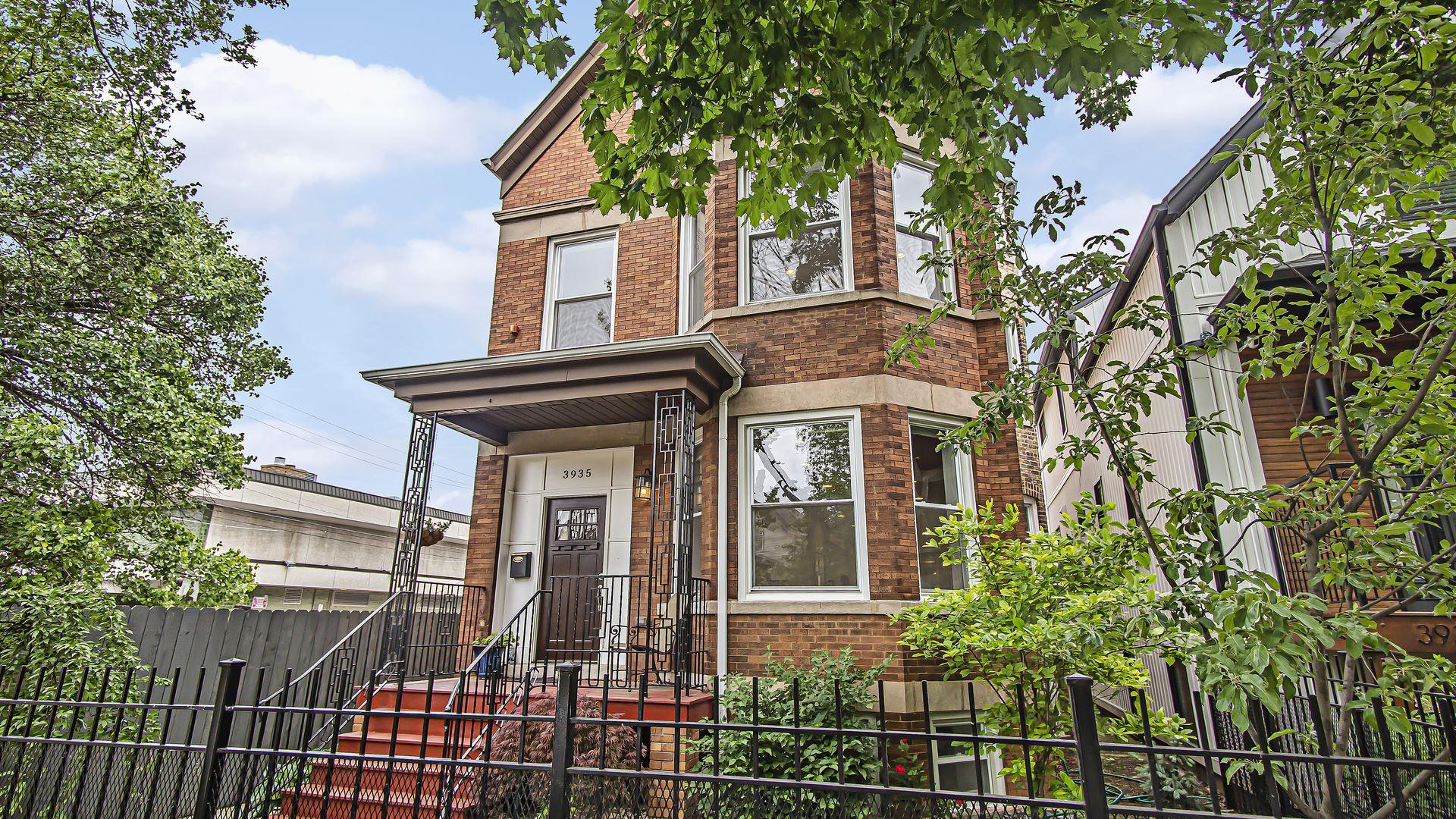 3935 N DRAKE Avenue, Chicago, IL 60618 - #: 11191301