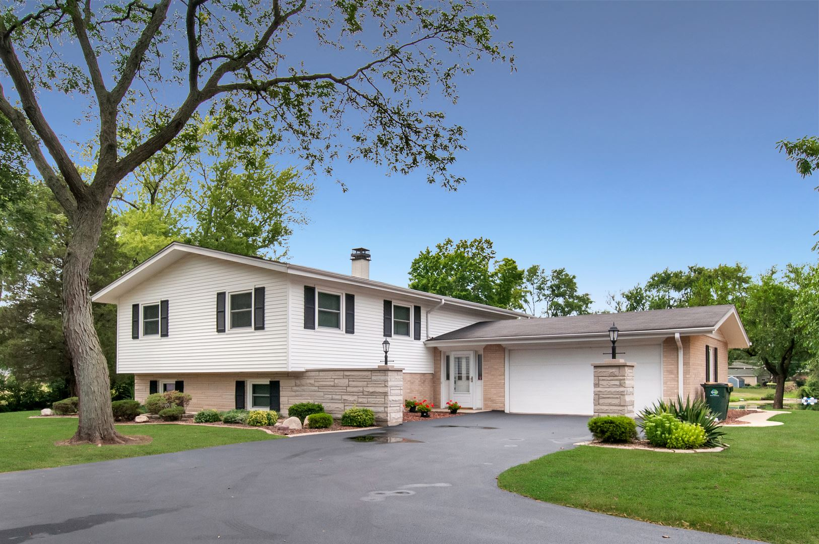 924 Plainfield Road, Downers Grove, IL 60516 - #: 11232302