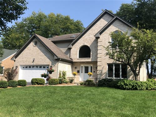 Photo of 205 Middaugh Road, Clarendon Hills, IL 60514 (MLS # 10962309)