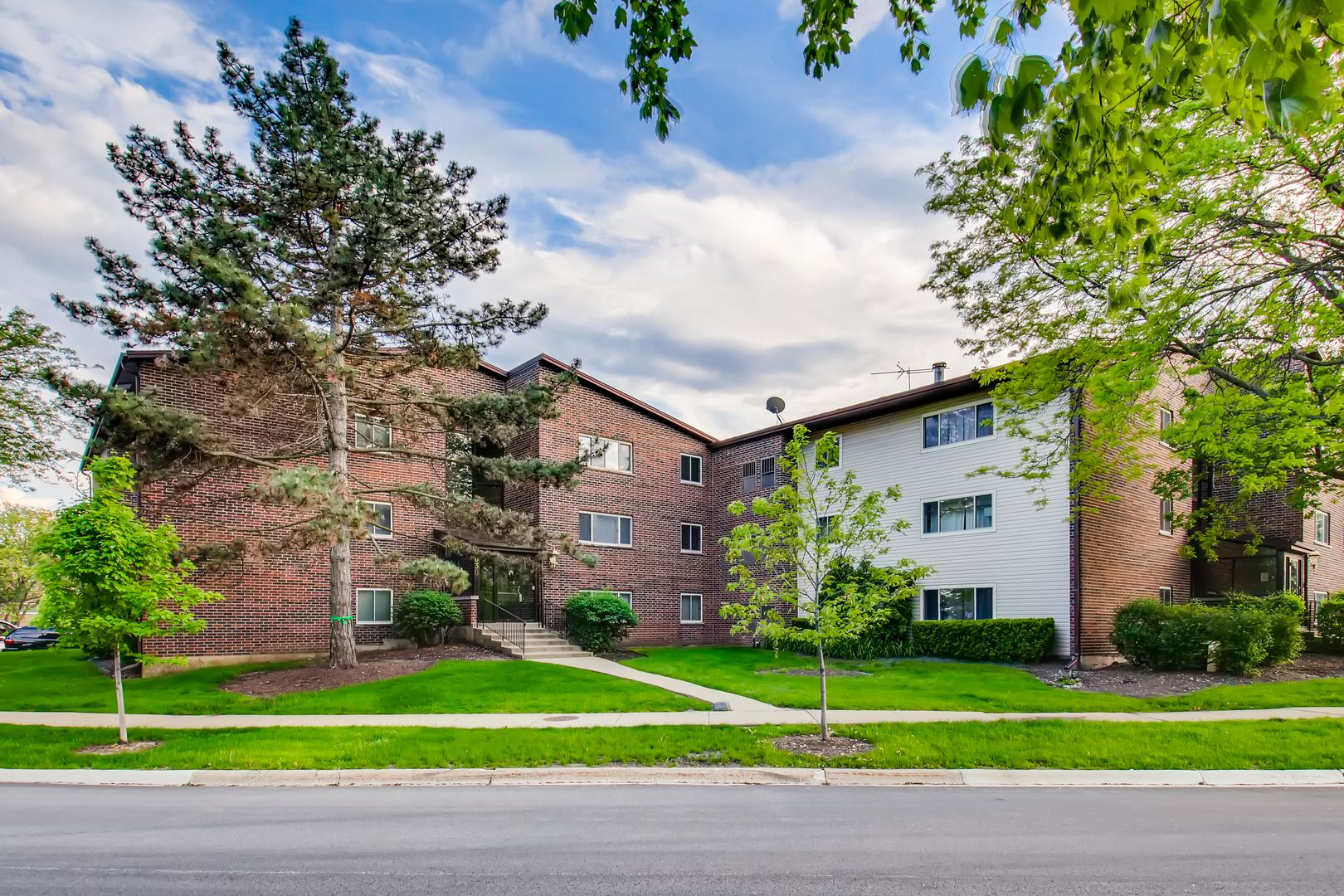 630 Perrie Drive #201, Elk Grove Village, IL 60007 - #: 10727309