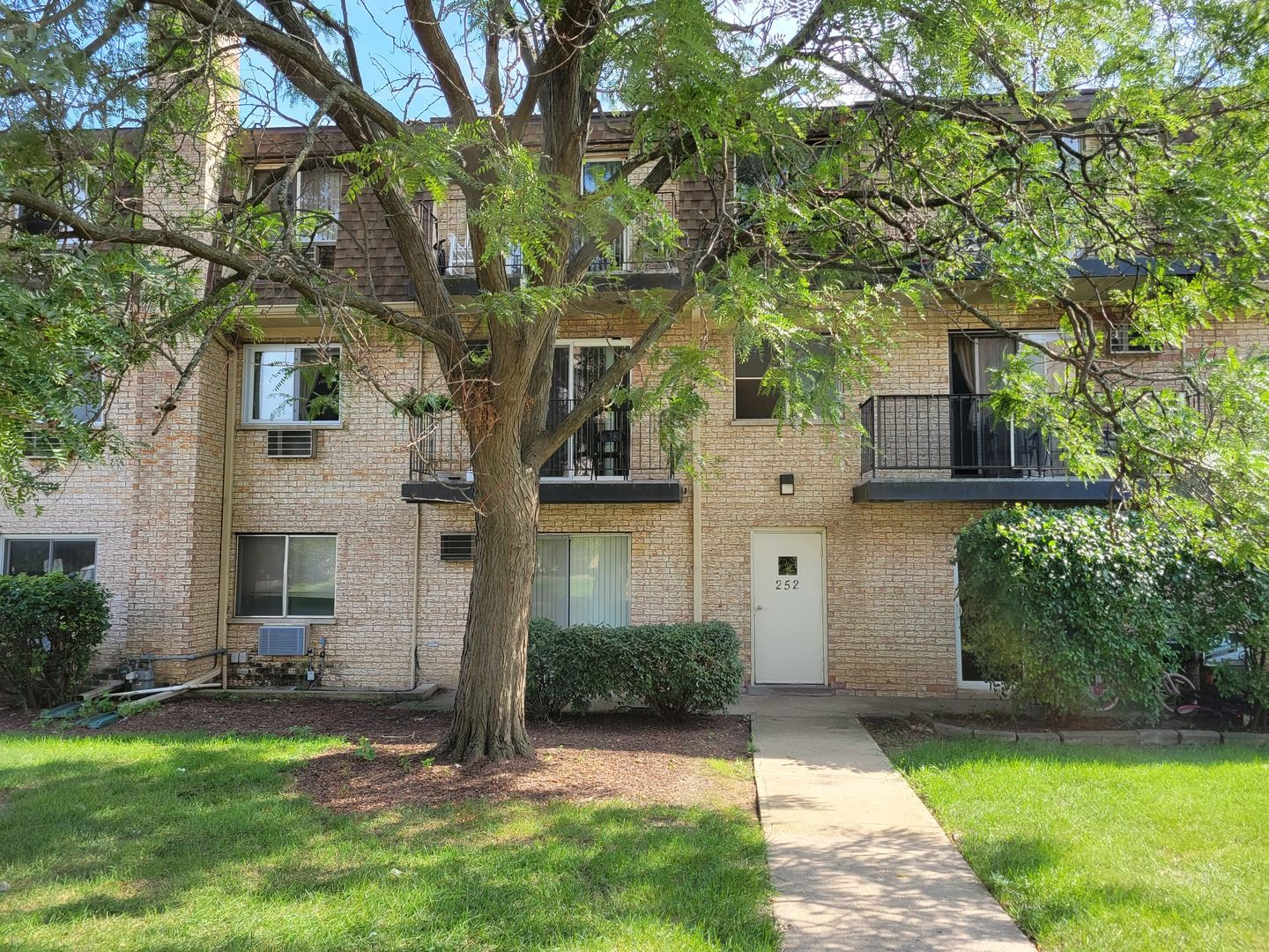 252 Shorewood Drive #11-GC, Glendale Heights, IL 60139 - #: 11206313