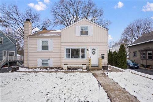 Photo of 5642 HILLCREST Road, Downers Grove, IL 60516 (MLS # 10611316)