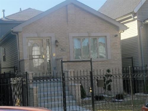 Photo of 10448 South SAWYER Avenue, Chicago, IL 60655 (MLS # 09410326)