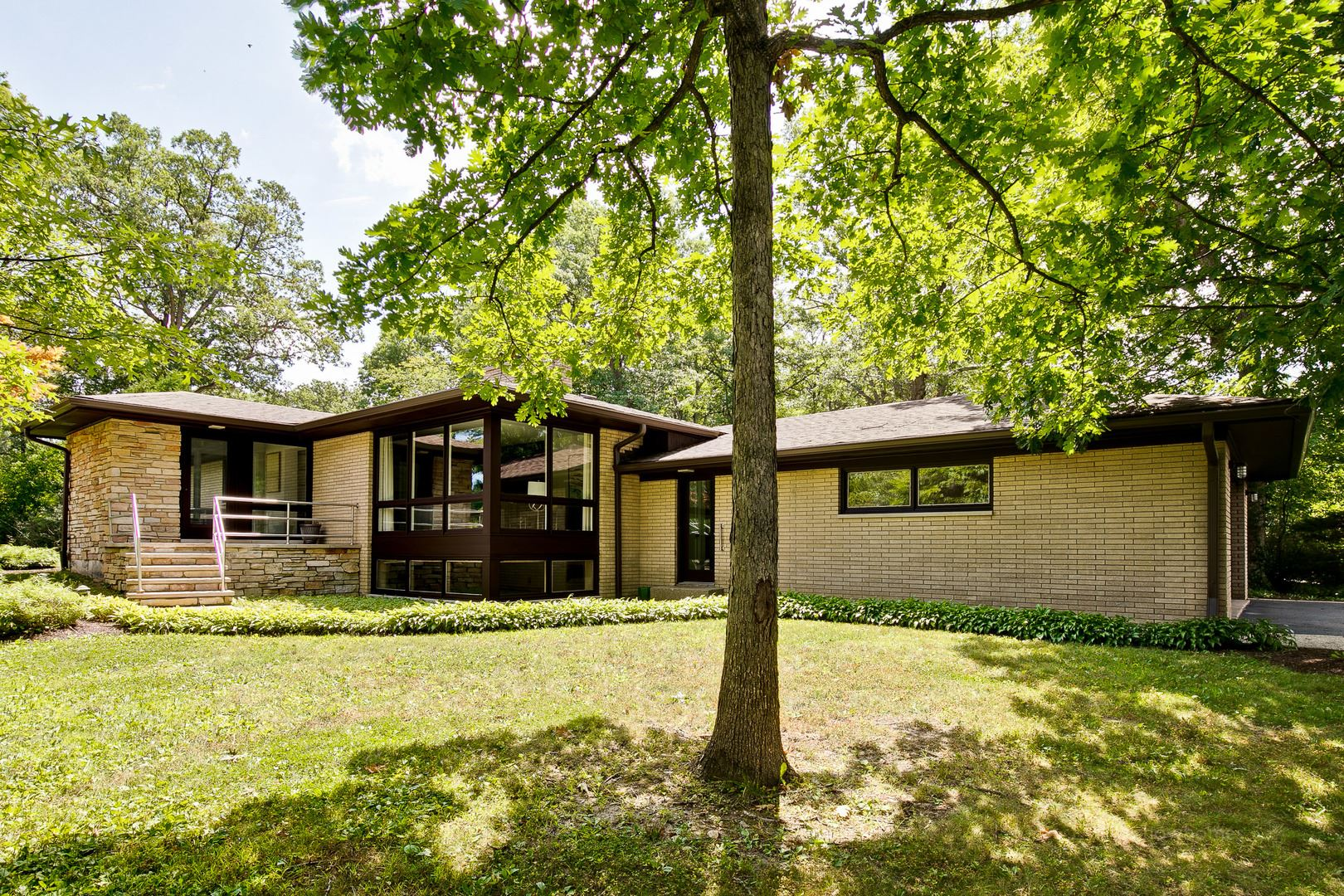 Photo for 511 Forest Hill Road, Lake Forest, IL 60045 (MLS # 10908334)